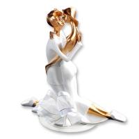 1 St. Polyresin-Brautpaaraufsatz weiß-gold mit Schleife, kniend