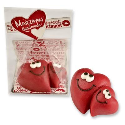 Marzipan-Herzen im Cellophanbeutel und Tray