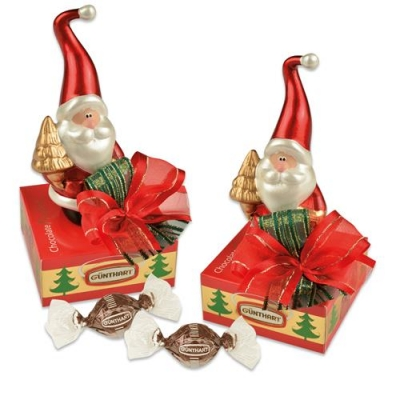 Porzellan-Nikolaus auf Box mit feinen Pralinen